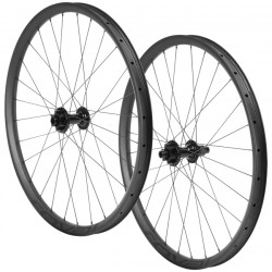SPECIALIZED ROVAL TRAVERSE 27.5 CARBON 148